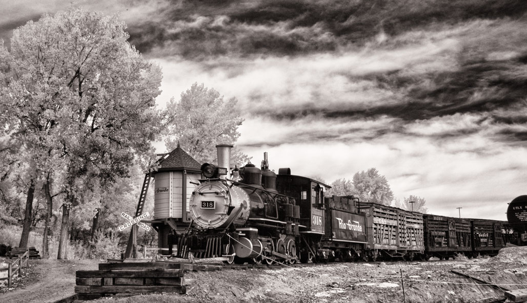 Infrared: On Track with Locomotive 318